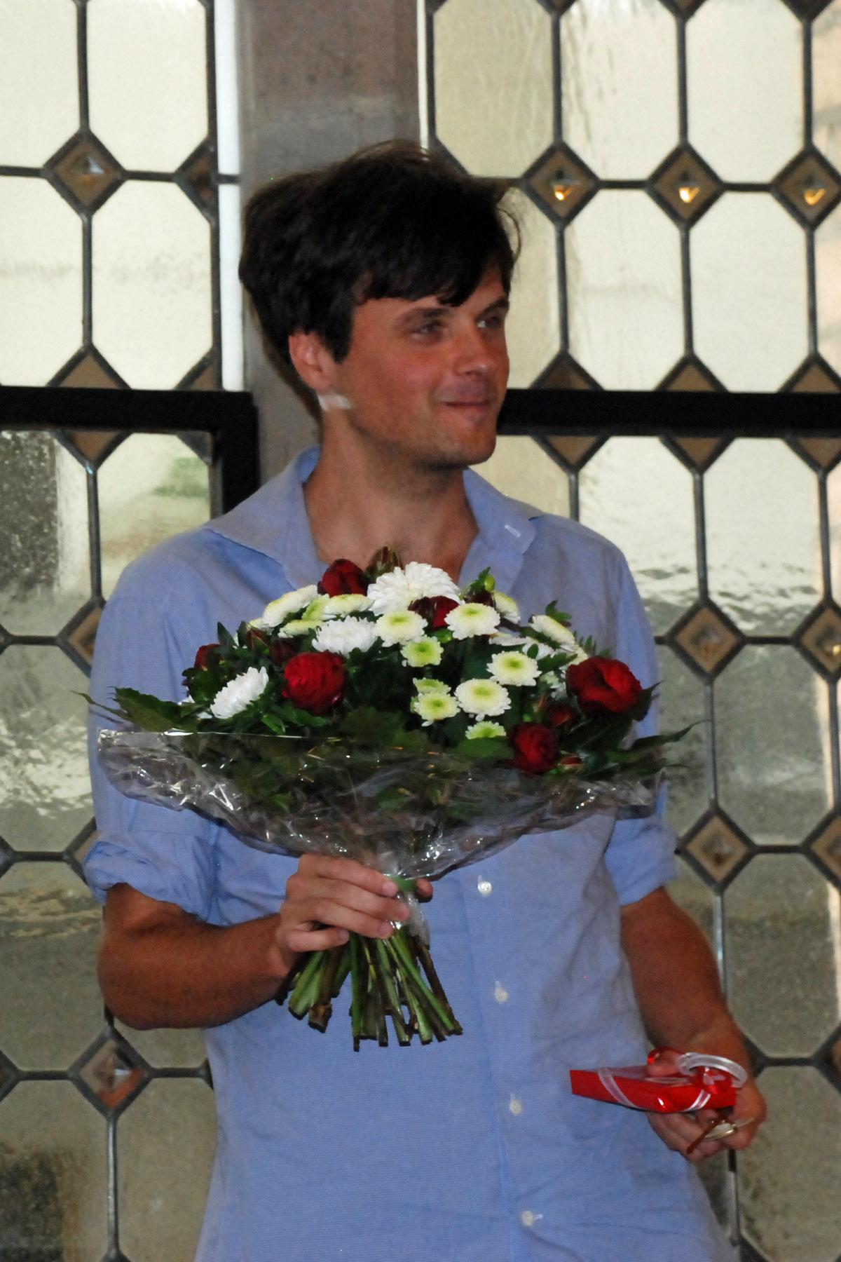 Sebastians Polmans freut sich über Blumen.