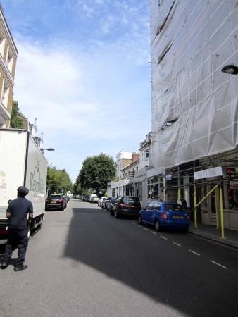 Blick von der Kreuzung Hereford Rd / Westbourne Grove nach Norden; ganz im Hintergrund die Talbot Road 4