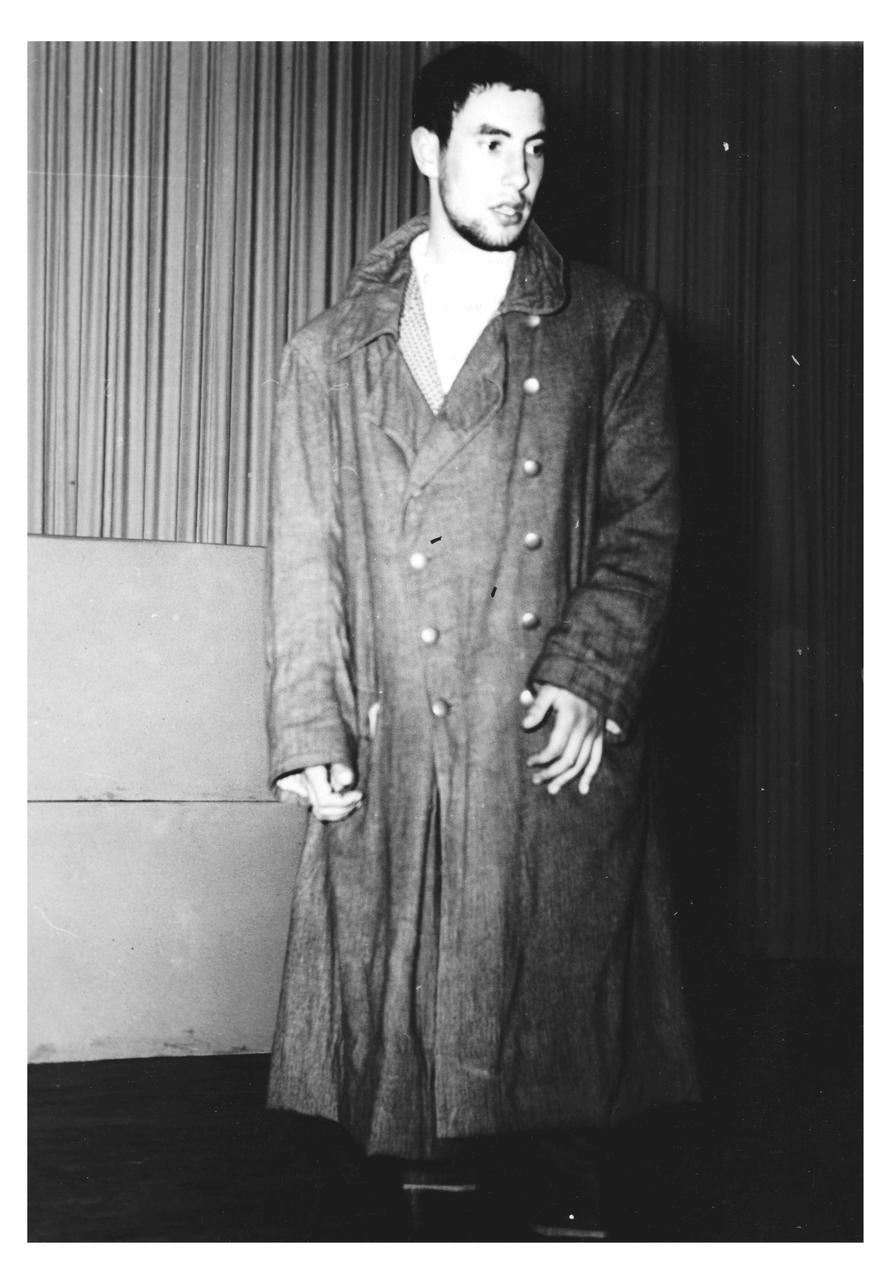 Rolf Dieter Brinkmann spielt in der Schulaufführung von Borcherts Drama die Hauptrolle des Beckmann. Metropol-Theater Vechta (21.10.1957). Foto: Josef Brinkmann